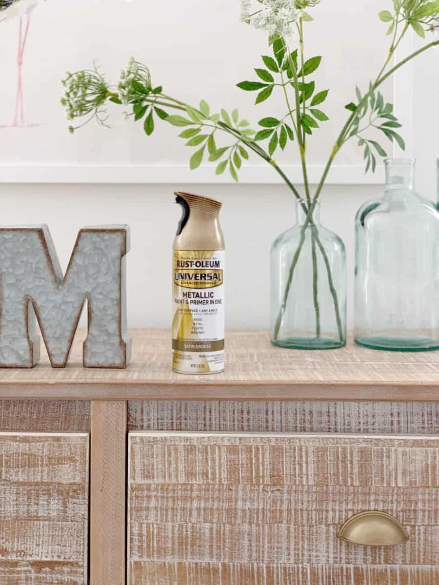 My favorite brass spray paint, Rustoleum Satin Bronze, is the perfect gold and brass paint for hardware and home decor.  #brass #brassspraypaint #spraypaint #brassdecor #brasshardware #goldspraypaint #goldpaint #goldhardware #rustoleum #rustoleumspraypaint